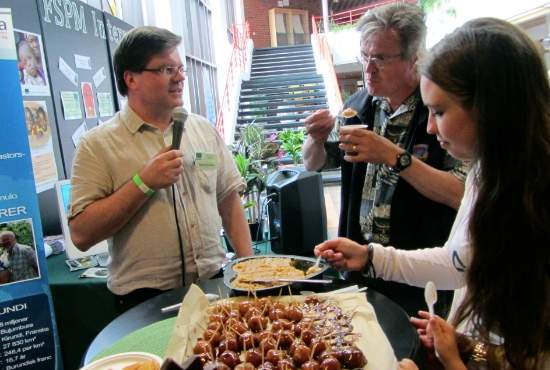 Det bjöds på olika filippinska sötsaker vid Träffpunkt mission under fredagen på pingst sommarkonferens.