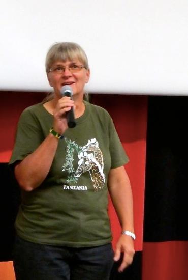 Missionären Maria Holmberg berättade om miljöarbetet i Tanzania och hur tanzanierna lär sig rädda naturskogar och plantera träd.
