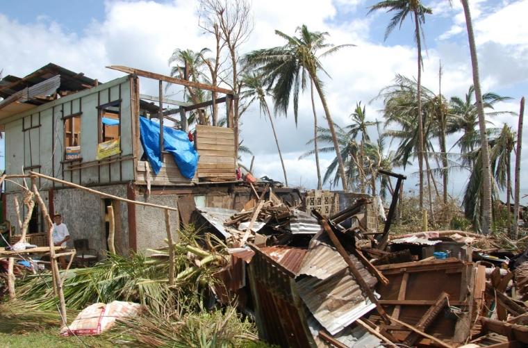 Nästan alla hus förstördes i stormen. Foto: Amanda Brorström