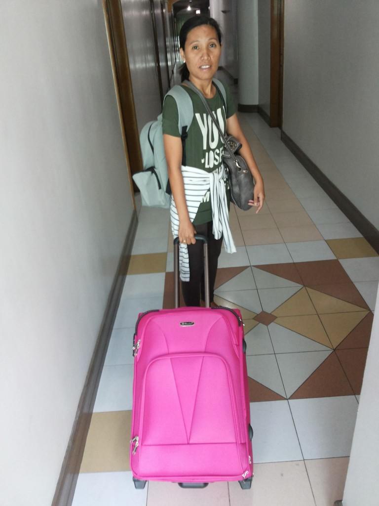 Laila Donayre Pettersson åker till Leyte med en första hjälpsändning.