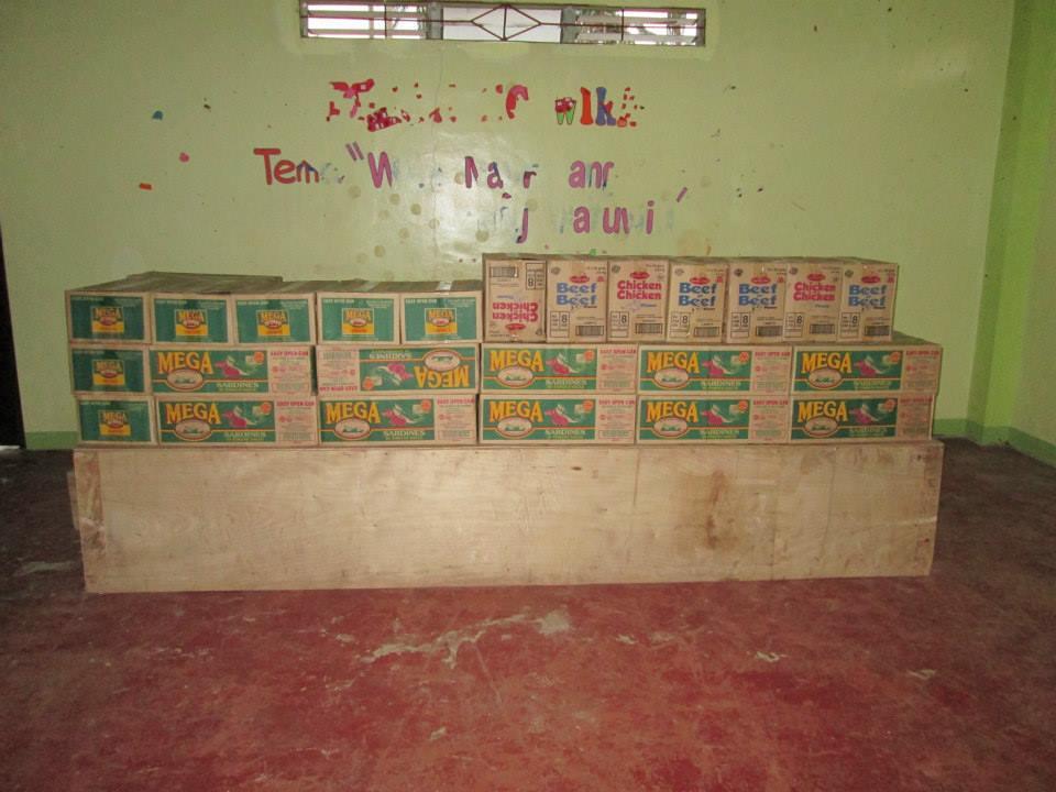 På lördag och måndag kommer man att dela ut sardiner, nudlar och ris till 183 familjer.