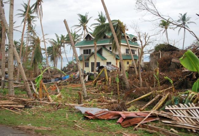 Stadsdirektörens hus är också drabbat av stora skador.