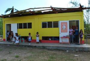 De förstörda skolorna får hjälp med byggmaterial. Foto: Andreas Pettersson