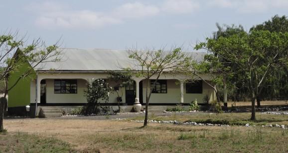 Bild 1: En av de nyrenoverade skolbyggnaderna i Tanzania. Foto: Hanna Nyman