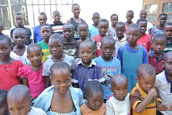 45 barn är närvarande vid den första träffen.