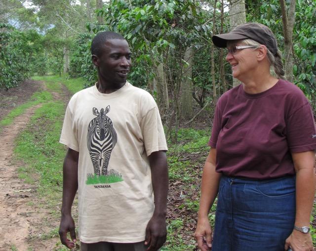 Obadia Mofath och Maria Holmberg jobbar tillsammans med miljöarbetet i Tanzania. Foto: Laila Saleh