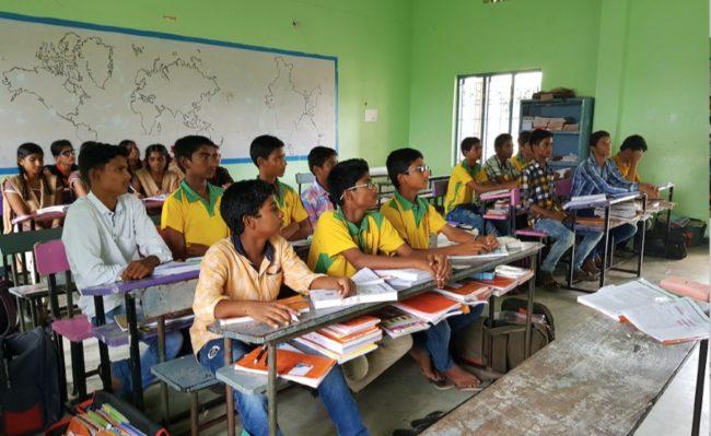 Indiska skolbarni klassrum