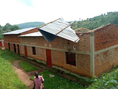 Koulun katto on rojahtanut